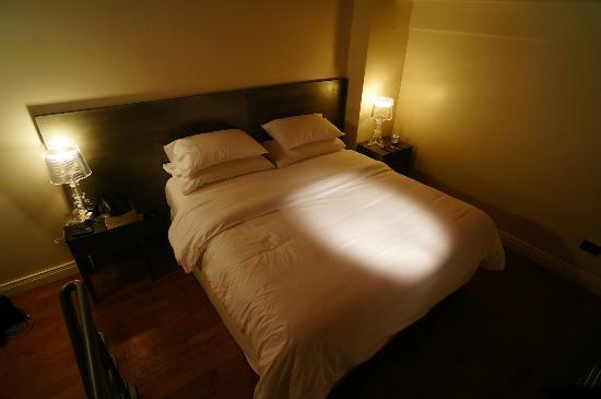 San Telmo Luxury Suites: VIsta da cama que é um dos pontos altos desse hotel