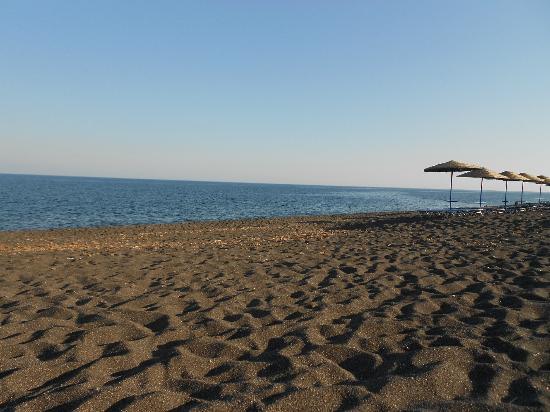 Perissa Black Sand Beach: Perissa