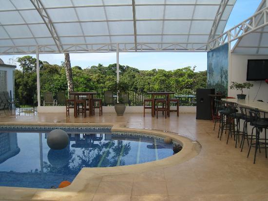Hotel Fonda Vela: Pool and Bar