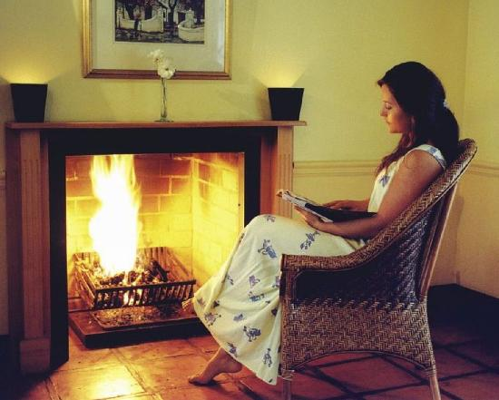 Bellevue Manor Guesthouse: enjoy our estate wine infront of the fireplace in your suite
