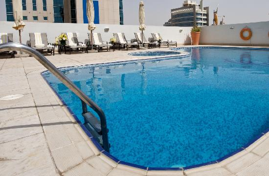 TIME Topaz Hotel Apartments: Swimming pool lounge