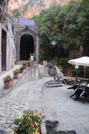 Al Monazeno