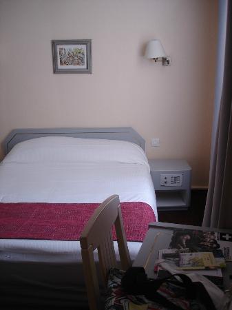 Hotel Crimee : Cama de Casal