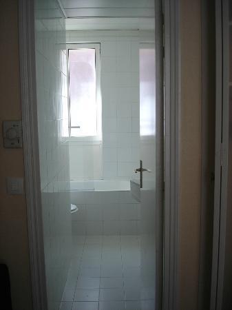 Hotel Crimee : Casa de banho (vista parcial)
