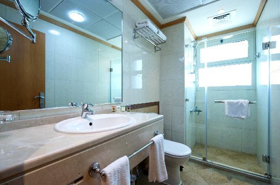TIME Opal Hotel Apartments: Bathroom