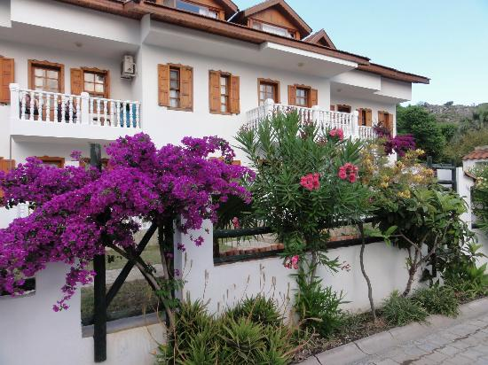 Beyaz Villas: Immaculate building
