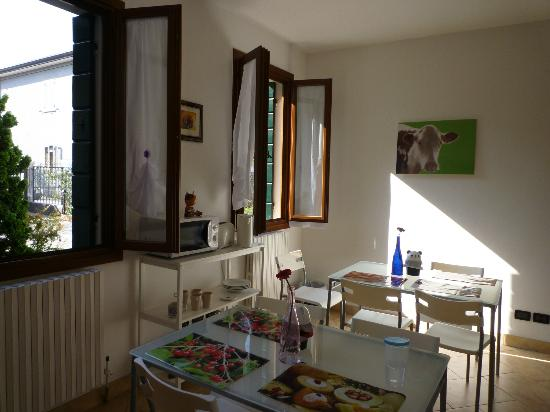 B&B Casa d'Oro: a dining room with great view