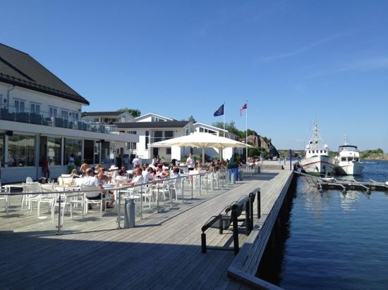 Scandic Havna Tjome: outdoor restaurnt by the fjord