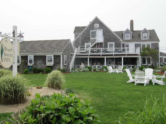 Beach Breeze Inn: Photo from the front of the Inn