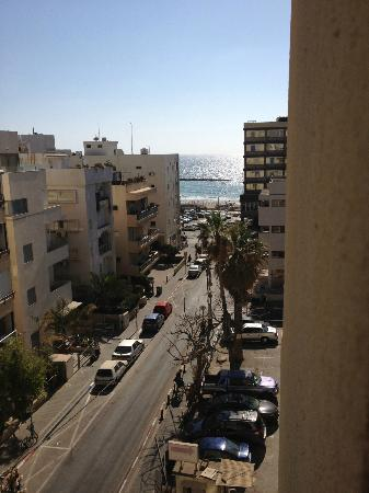 Hotel Prima City, Tel Aviv: View to the beach