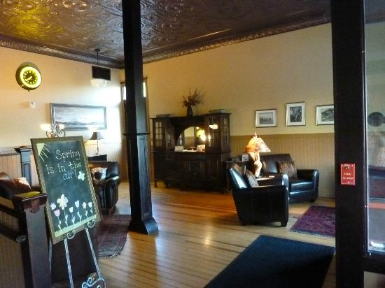 Hotel Prairie: Hotel Lobby