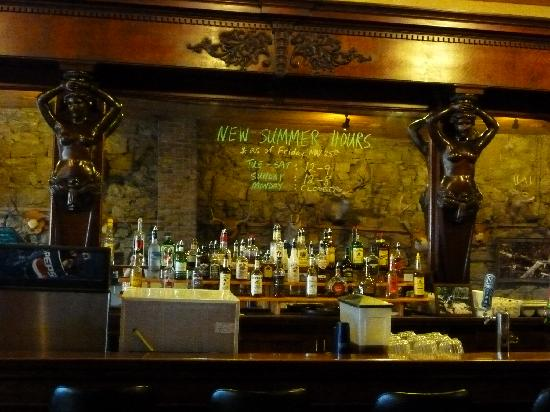 Oxbow Restaurant & Saloon: Handcarved bar from England