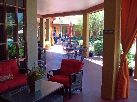 Hotel Tucson City Center Conference Suite Resort: cool place to relax on a hot day with a cool drink