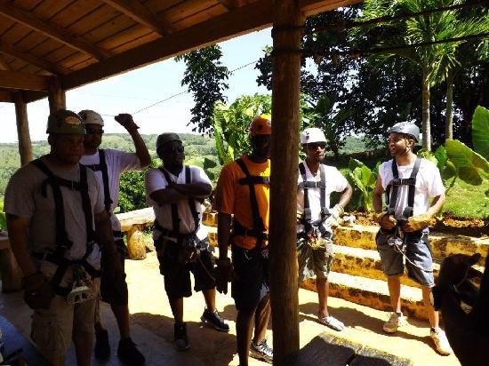Residencial Casa Linda : Zip lining excursion on our stay at Casa Linda