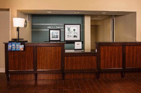 Hampton Inn and Suites Houston Medical Center - Reliant Park: Front Desk