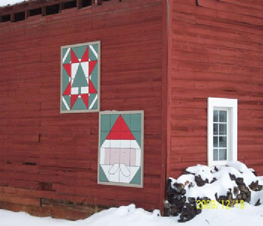 Hamptonville, NC: Christmas barn quilts
