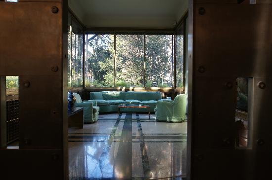 Villa Necchi Campiglio: La veranda giardino invernale