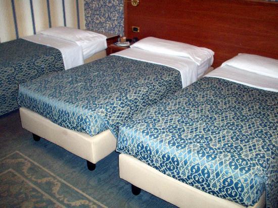 Astoria Hotel Bologna: habitacion triple