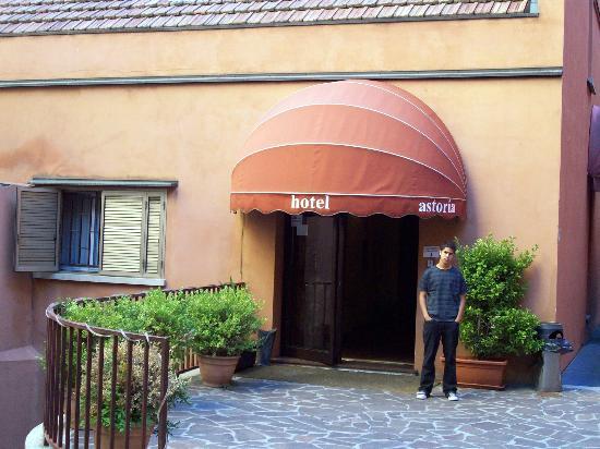 Astoria Hotel Bologna: salida al jardin