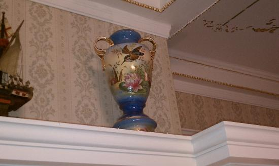 Seelye Mansion: Nice vase