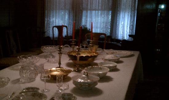 Seelye Mansion: Table set everyday
