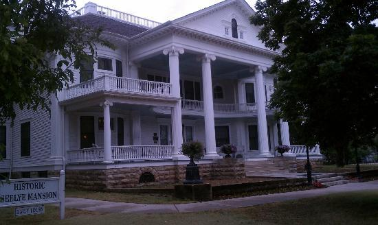 Seelye Mansion: Front view of the home