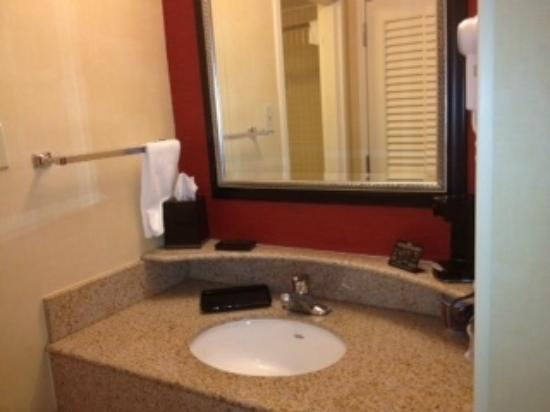 ‪‪Courtyard by Marriott Fairfax Fair Oaks‬: bathroom‬