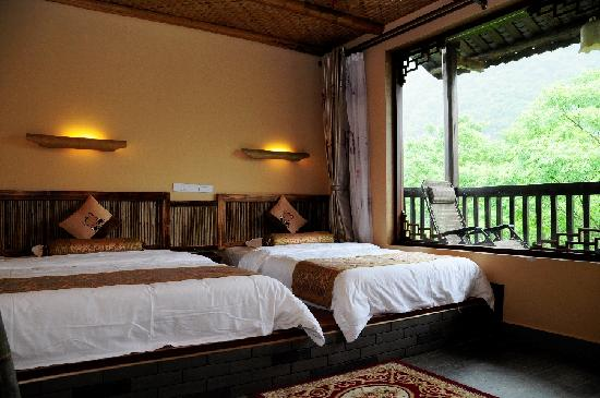 Yangshuo Tea Cozy: Twin bed room