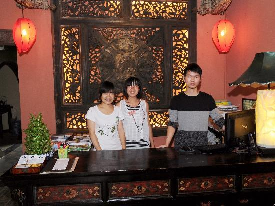 Yangshuo Tea Cozy: Staff