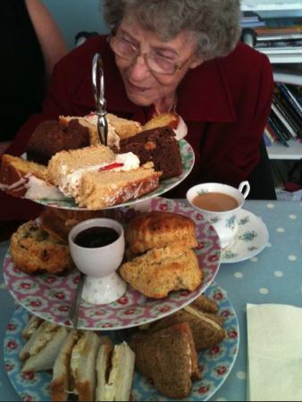 Rosie Lea Tea House & Bakery: The Royal Tea!