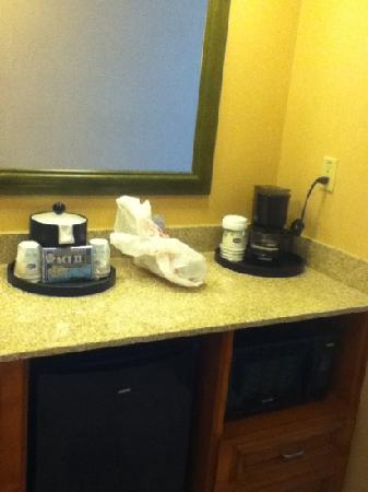 Hampton Inn & Suites Clovis - Airport North: A little kitchenette w/ a refrig & a microwave,too.