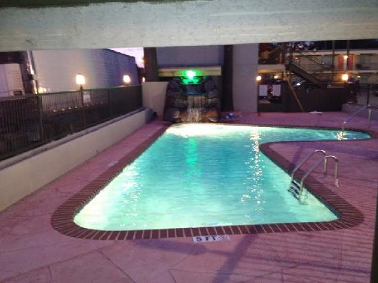 Whispering Palms Inn: Pool Night Photo