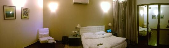 FabHotel Anutham Saket: The other side of the room