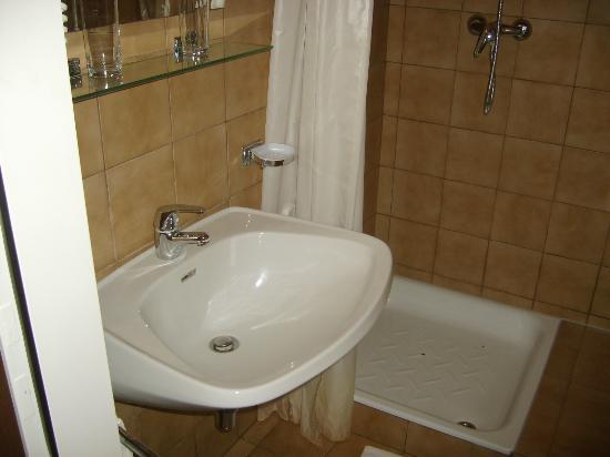 Hotel Wienerwaldhof: la salle d'eau