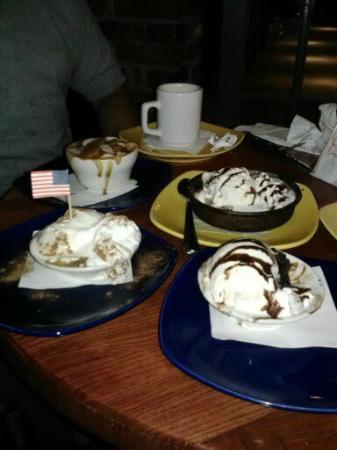 UNO Chicago Grill: these were the MINI desserts!