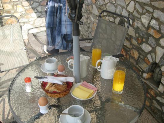 Hotel Nina Megali Ammos: morgenmad i bar/poolen