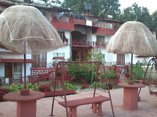 Panchgani Health Resort : hotel breakfast area