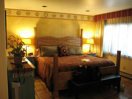 El Farolito B&B Inn: King Bed