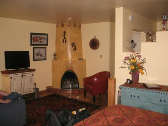 El Farolito B&B Inn: Fireplace