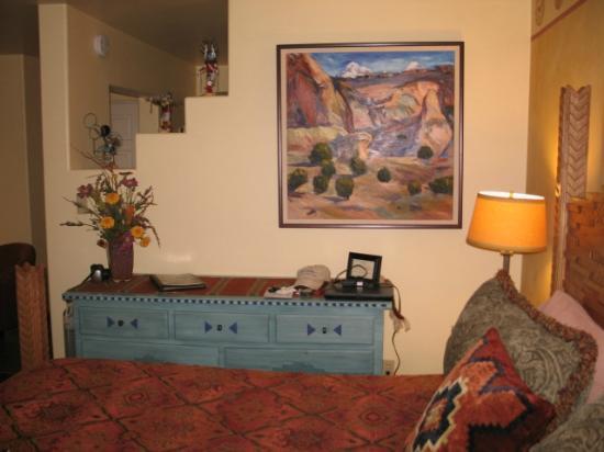 El Farolito B&B Inn: Dresser