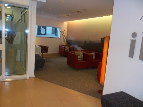 Ibis Aberdeen Centre: reception