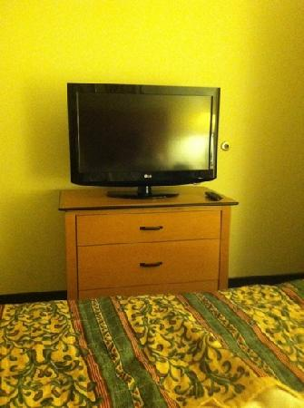 Residence Inn Phoenix Goodyear: TV