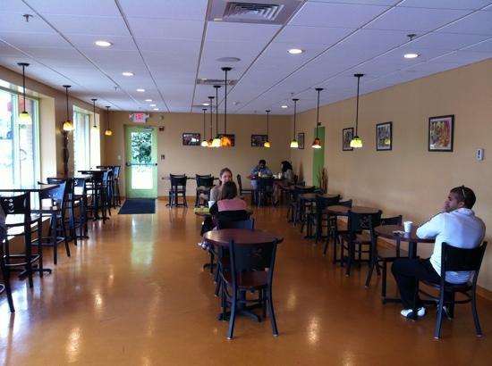 Pronti Bistro : odd dining area