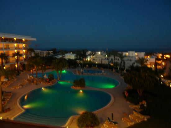 Holiday Village Algarve Balaia: View from our balcony at night