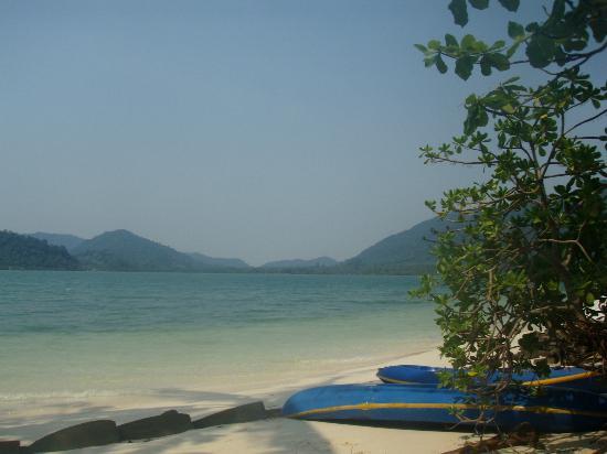 Island View Resort & Spa: der kleine idyllische Sandstrand; erreichbar mit den Seekanus vorort (for free) - kurze Strecke!
