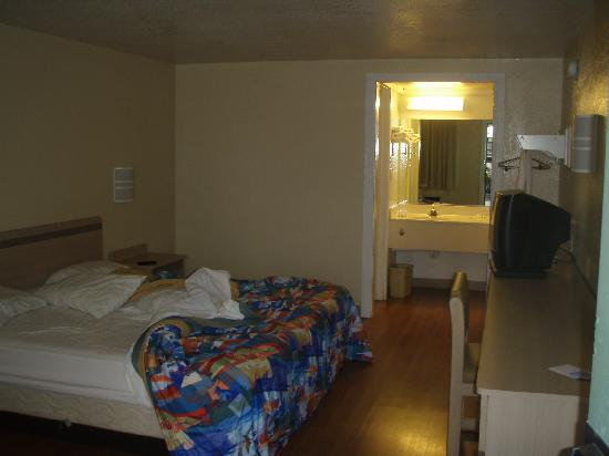 Motel 6 Harrisonburg: room