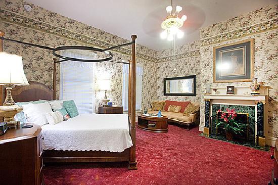 Stanford Inn: The Master Bedroom