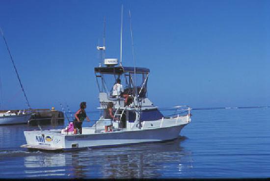 Deep sea fishing boat picture of hoolehua molokai for Deep sea fishing hawaii
