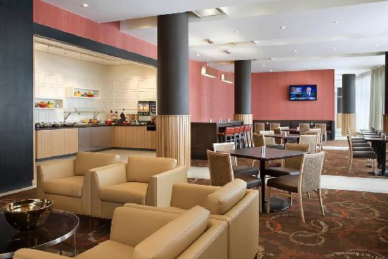 Residence Inn by Marriott Calgary Airport: Breakfast Buffet