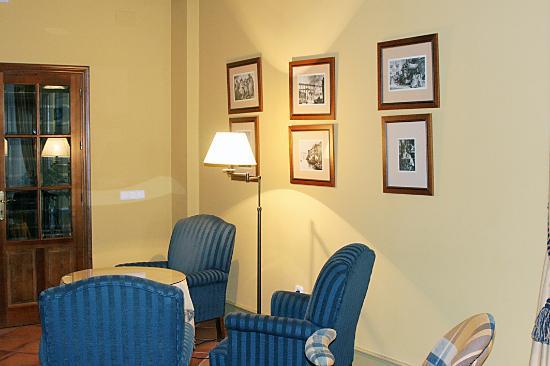Hotel Puerta de la Villa: Rincón de la biblioteca